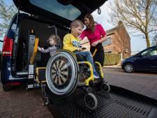 Sven heeft zijn rolstoelbus dankzij kroonkurken van mensen uit heel Nederland