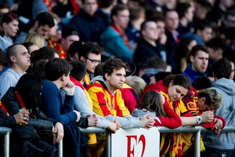 De supporters van Mechelen zijn er kapot van. De winst tegen Waasland-Beveren volstaat niet voor de redding. Beeld BELGA