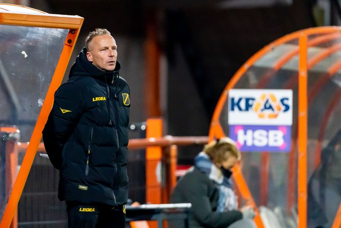 Edwin de Graaf coachte vorig seizoen de wedstrijd in Volendam, omdat Maurice Steijn na negen minuten met rood was weggestuurd. De week erop stond De Graaf voor de groep in de topper met De Graafschap.