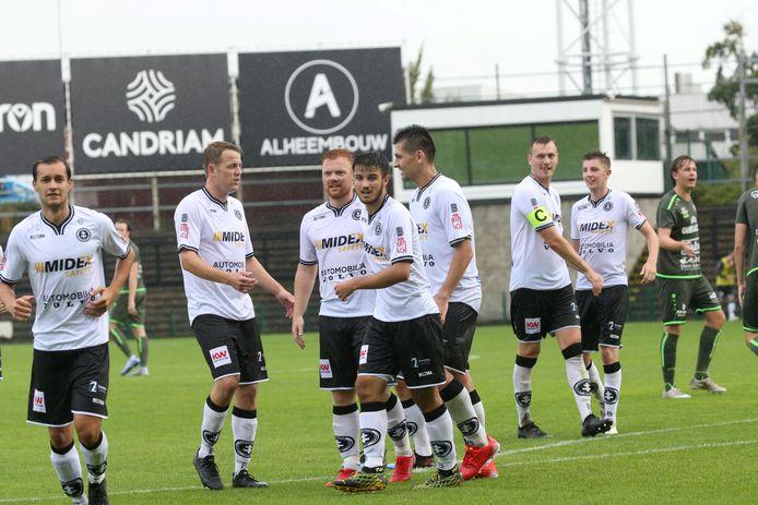 Feeststemming tijdens de eerste wedstrijd van SK Roeselare-Daisel voor de Beker van West-Vlaanderen tegen FC Heist (8-0).