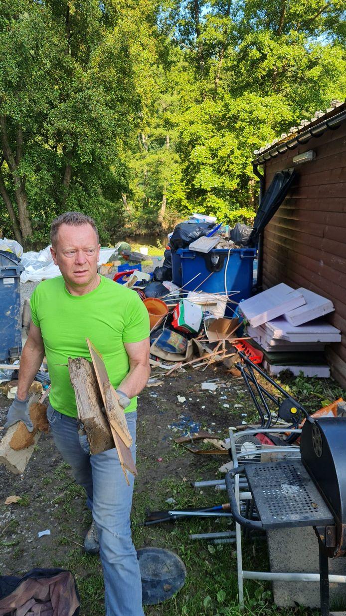 Er ligt overal puin en afval, op de camping in Barvaux