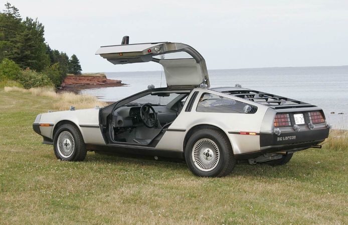 DeLorean M12C.