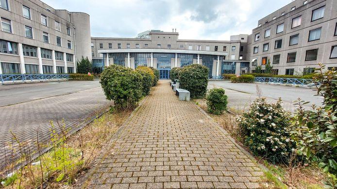 Het voorplein van het vroegere ziekenhuis