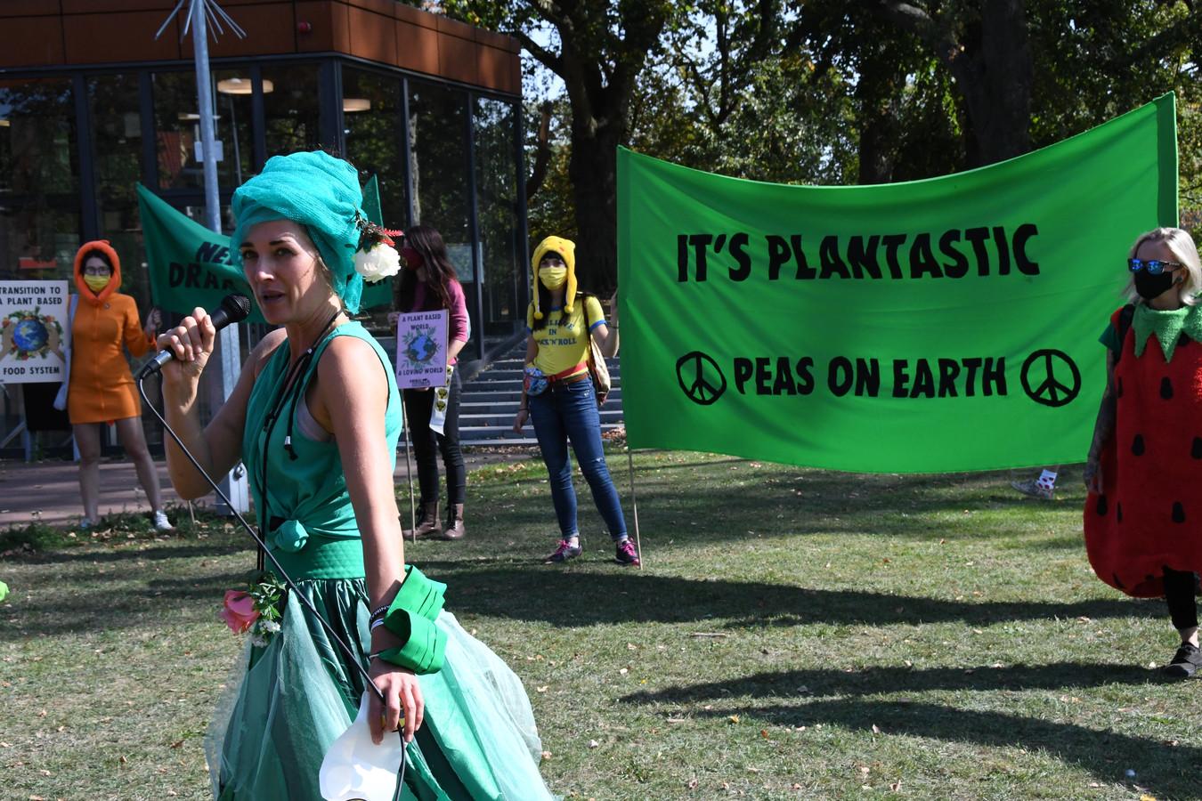 'Woodstockactige' taferelen, zaterdagmiddag tijdens deel 1 van de dubbelactie van Animal Rebellion in Den Bosch