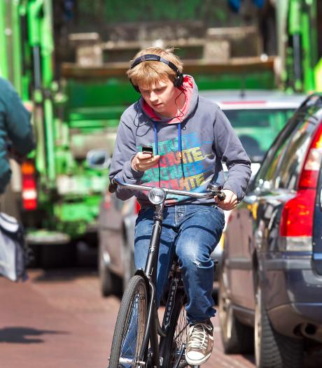 Delftenaren het vaakst beboet voor appen of bellen op de fiets