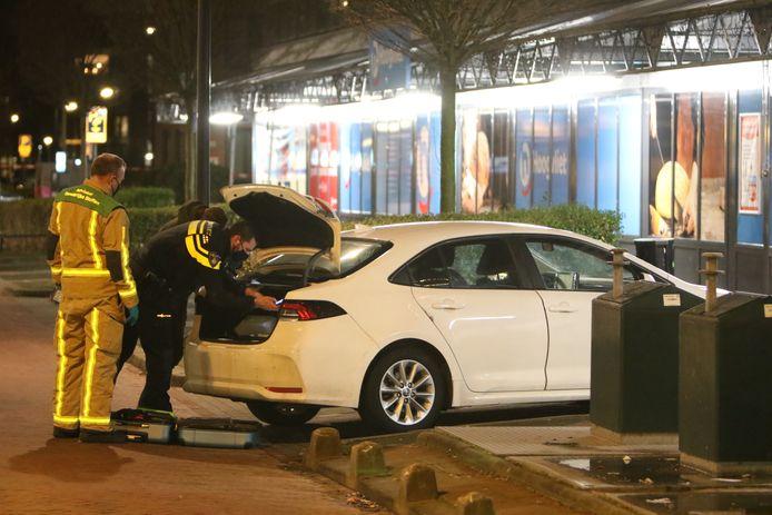 In de auto zijn gevaarlijke stoffen aangetroffen. De wagen stond geparkeerd aan de Doctor H. Colijnlaan in Rijswijk.