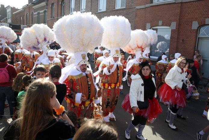 De Gilles en Pierrots van Groot-Halle dit jaar tijdens de carnavalsstoet.