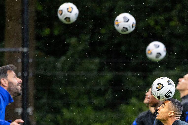 Oranje tijdens een training voor het komende EK met Ruud van Nistelrooij. Beeld