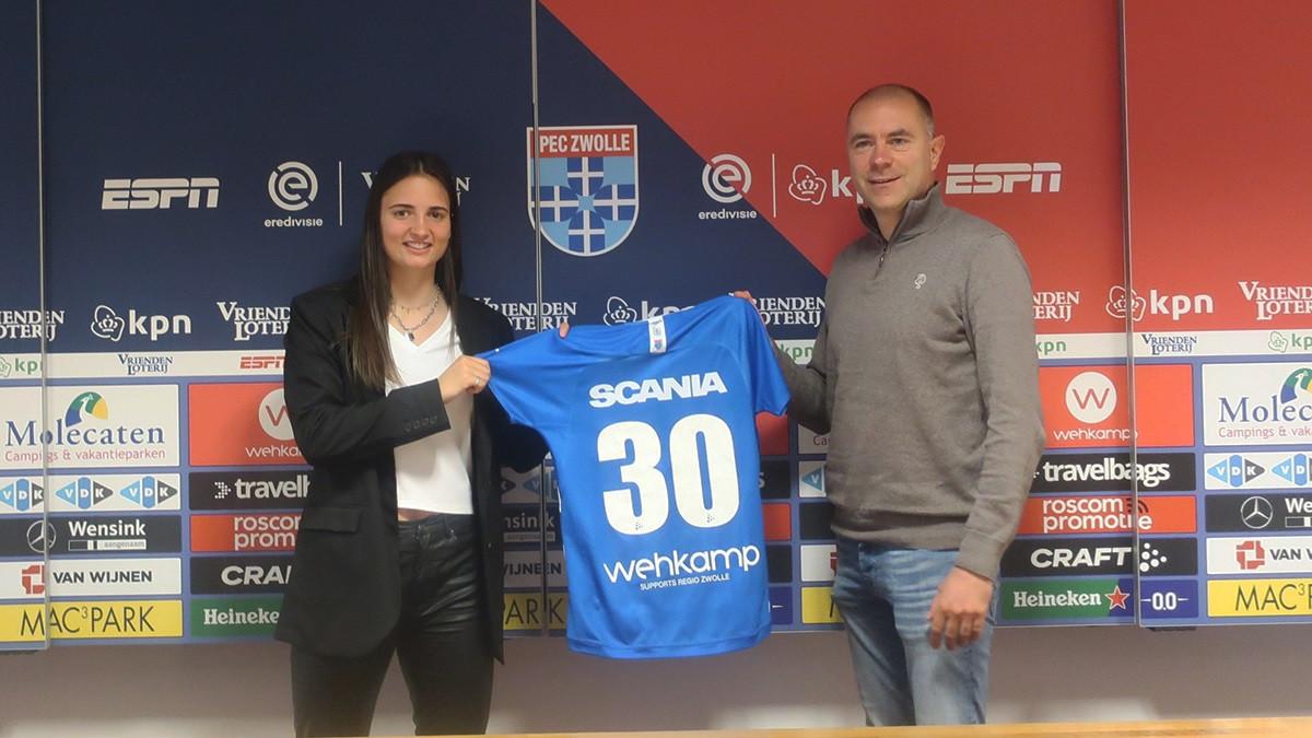 Sebastiaan Borgardijn (rechts) heeft als technisch manager al een flink aantal contracten voor komen seizoen afgesloten, zoals met Loyce Speelman. De manager neemt na elf jaar afscheid van PEC Zwolle Vrouwen.