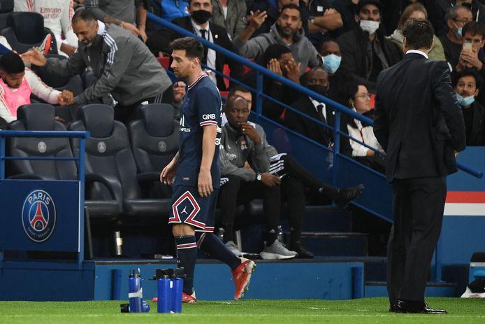 Lionel Messi semblait fâché en quittant la pelouse du Parc des Princes.