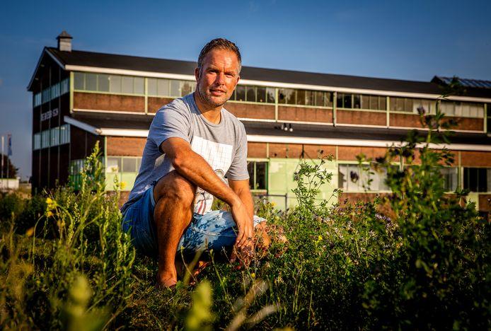 Ron Stieding voor de Biesboschhal. De grote loods wordt als het aan hem en zijn compagnons ligt getransformeerd tot 'Sportwerf de Biesbosch'.