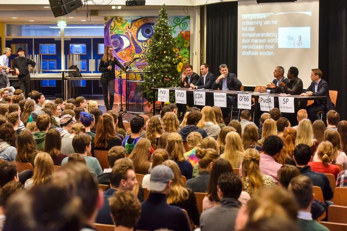 Op de agenda van scholengemeenschap Durendael staat elk jaar ook een Politieke Dag, waarvoor ook beroepspolitici worden uitgenodigd.