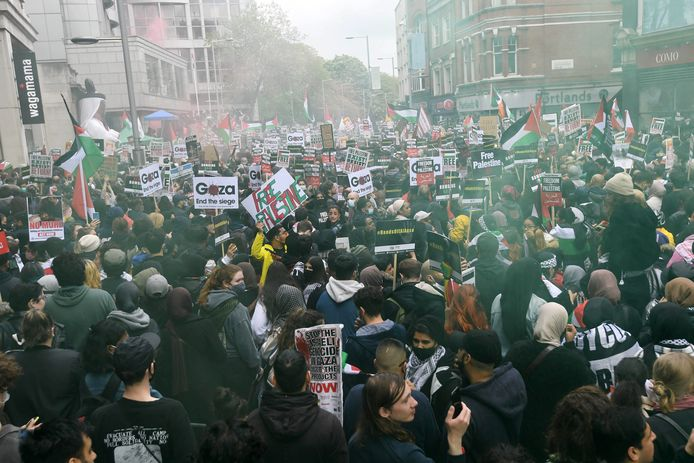 Demonstranten bij de Israëlische ambassade in Londen.
