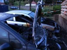 Twee auto's uitgebrand in Ede: politie vermoedt brandstichting