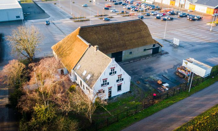 De historische Witte Boerderij in Heinenoord is na een jaar restaureren klaar voor een nieuwe toekomst.