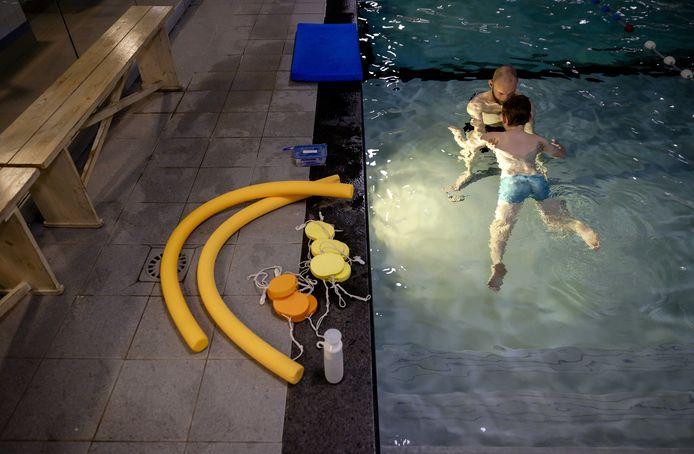 Zwemlessen blijven voorlopig uit.