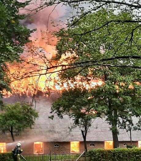 Uitslaande brand legt De Bowlingboerderij in Nijverdal in de as: Nooit meer genieten van de Twentse Toafel