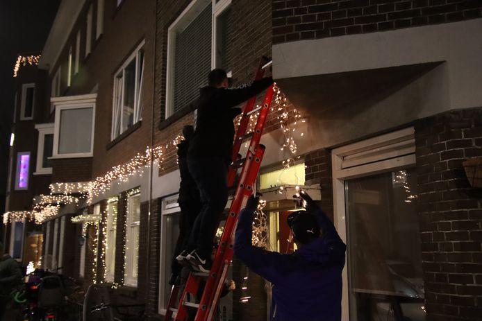 De organisatie van Vreugdevuur Duindorp versiert de wijk.