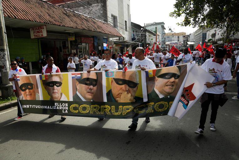 Protestdemonstratie tegen corrupte presidenten die betaald werden door Odebrecht op Panama vorige week. Beeld AP