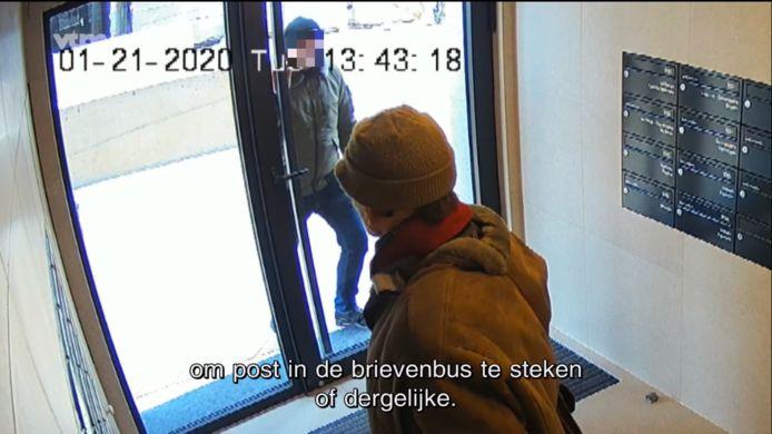 De dader kwam op 21 januari om 13.43 uur aan bij Residentie Paris in de Kapucijnenstraat.