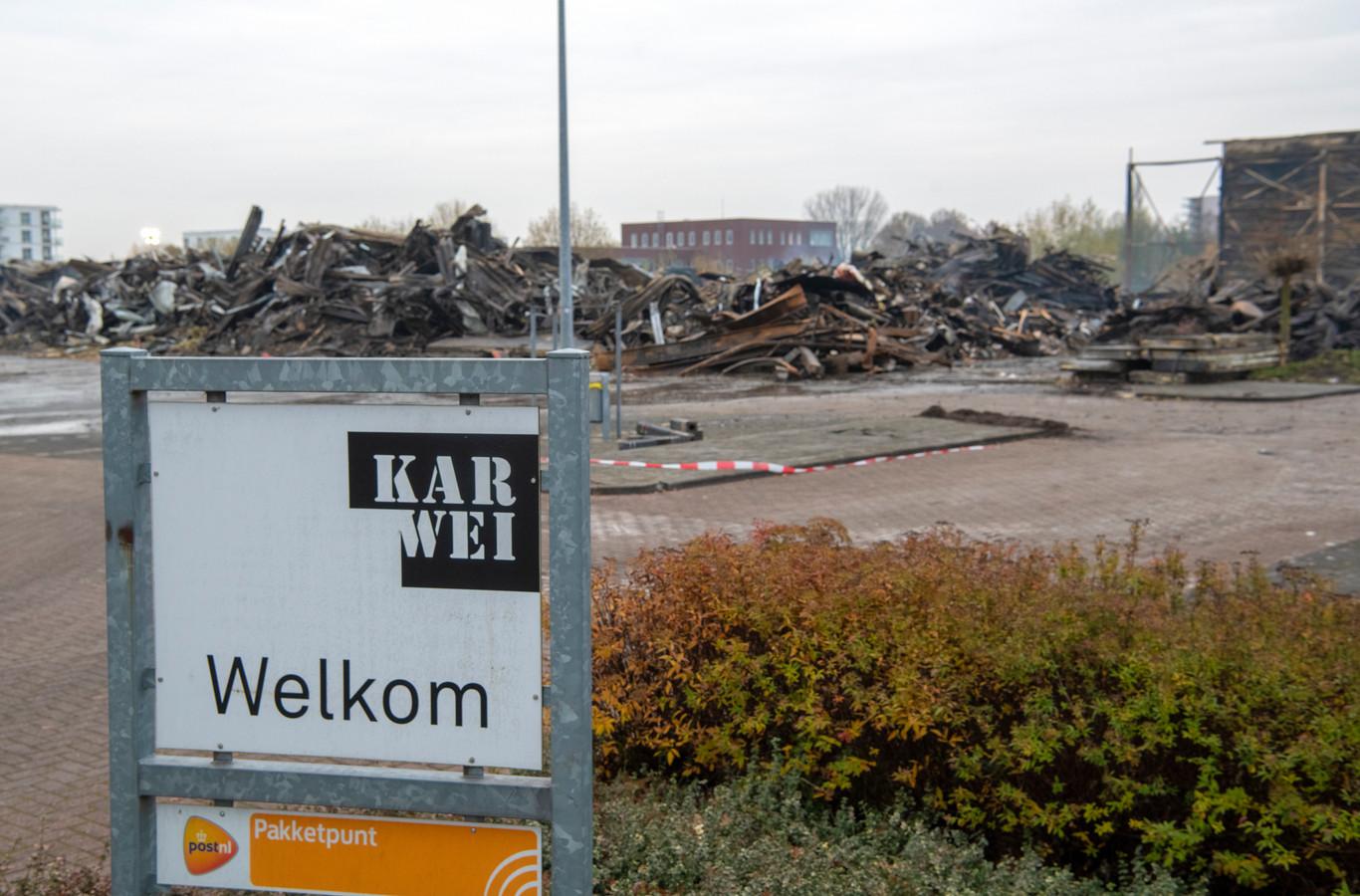 Van de Karwei in Apeldoorn-Noord is na de brand van dinsdag weinig meer over.