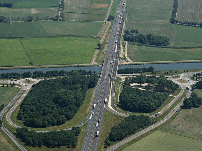 De op- en afrit op de A67 in Lierop