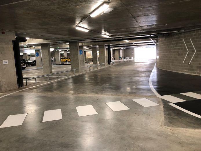 De ondergrondse laan is breed genoeg, zeker aangezien er slechts verkeer in één richting zou rijden.