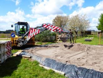 't WarenThuis krijgt ondersteuning van gemeentedienst bij aanleg zandbak