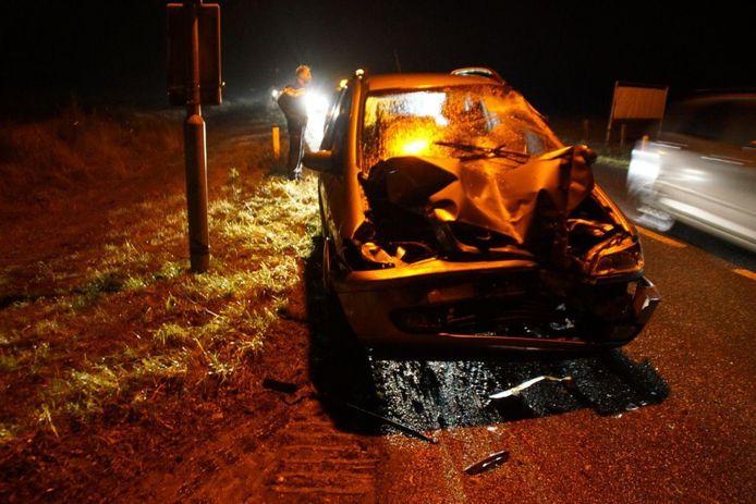 Een automobilist bij Barchem is met zijn auto tegen een vrachtwagen gebotst op de Lochemseweg. De bestuurder van de auto is met onbekend letsel naar het ziekenhuis gebracht.