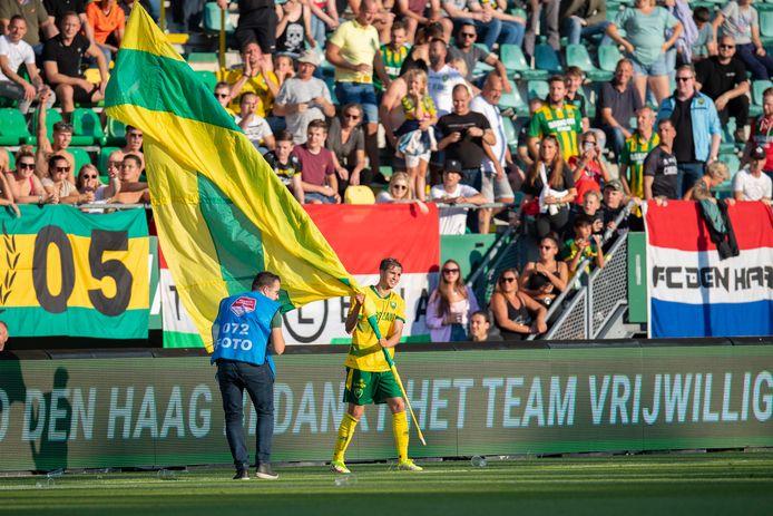 Samy Bourard is terug bij ADO Den Haag en laat zich in zijn eerste wedstrijd direct zien aan de fans.