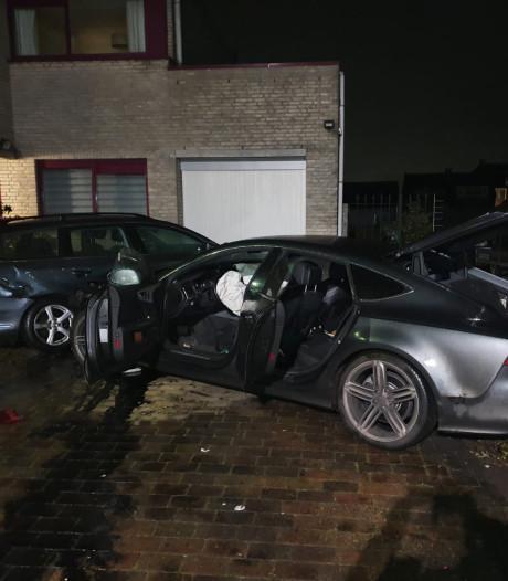 Audi-bestuurder vliegt uit de bocht en zorgt voor ravage aan Noordzijde in Bodegraven