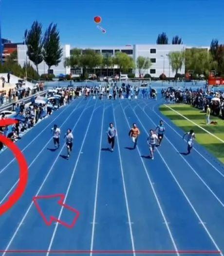 Un caméraman vole la vedette aux sprinteurs lors d'une course