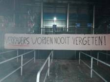 Supporters van Feyenoord protesteren met spandoeken bij de Kuip tegen nieuw stadion