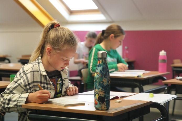 Op basisschool De Korenaar in Helmond is groep 8 vandaag begonnen met de Cito-toets.