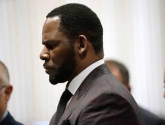 """""""Hij droeg een wapen tijdens de seks"""": dit gebeurde er dusver op het proces tegen R. Kelly"""