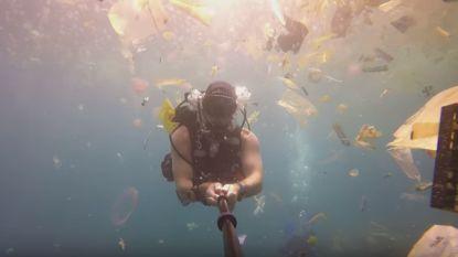 """VIDEO. """"Plastic, plastic en nog eens plastic: Britse duiker filmt zee van afval bij toeristische trekpleister Bali"""
