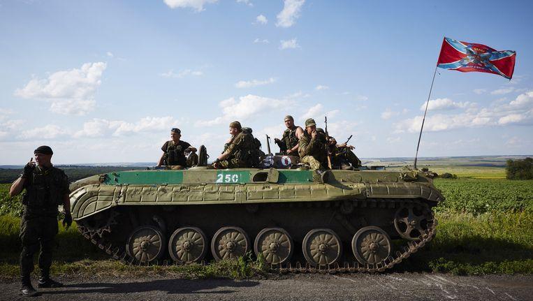 Rebellen in Grabovo, de plek waar precies een jaar geleden vlucht MH17 neerkwam in het oosten van Oekraine Beeld anp