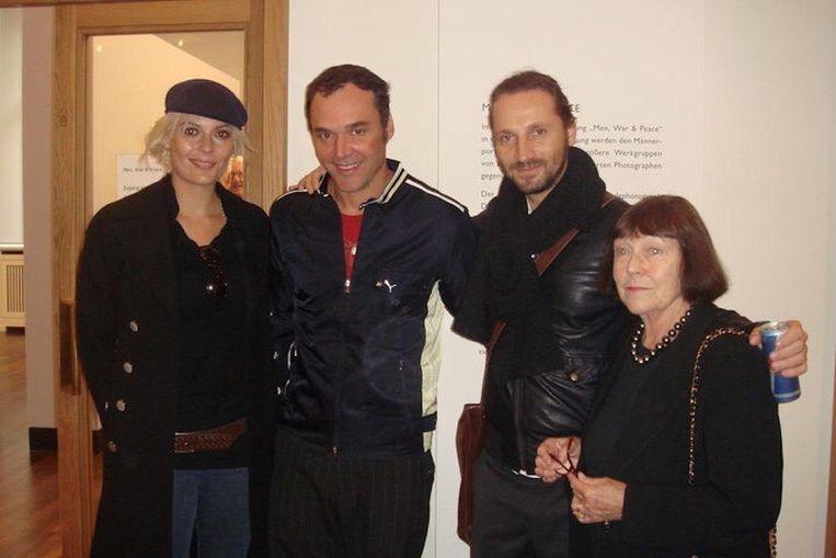 Met David LaChapelle en June Newton, de vrouw van fotograaf Helmut Newton Beeld Michiel Van Den Berg