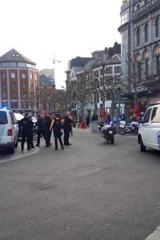 Une femme plaquée au sol après avoir frappé et mordu un policier à Liège