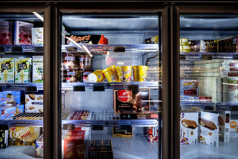 IJsproducten van onder meer Snickers, en M&M's werden in principe uit de rekken gehaald. Beeld Eric de Mildt