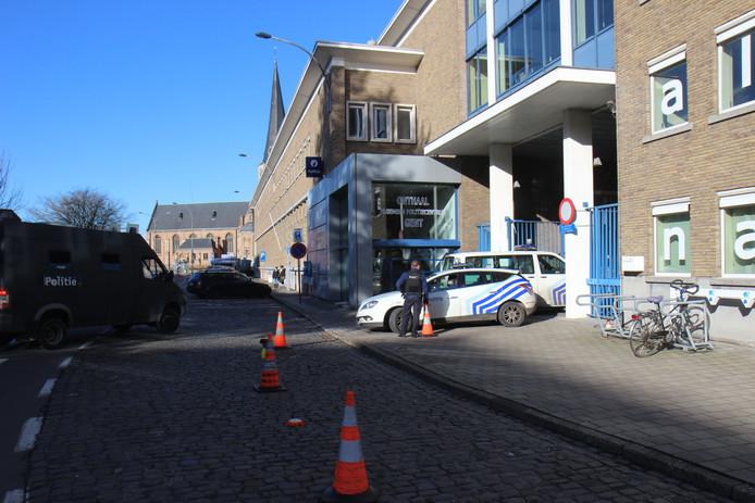 De huidige - verouderde - politiekazerne in Ekkergem