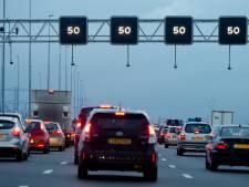 'Waarom staan borden op de snelweg niet bij elkaar?'