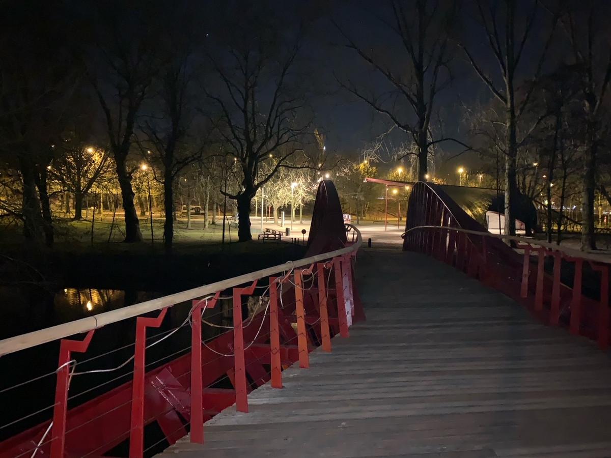 De IJsputbrug in Brugge is niet meer verlicht.