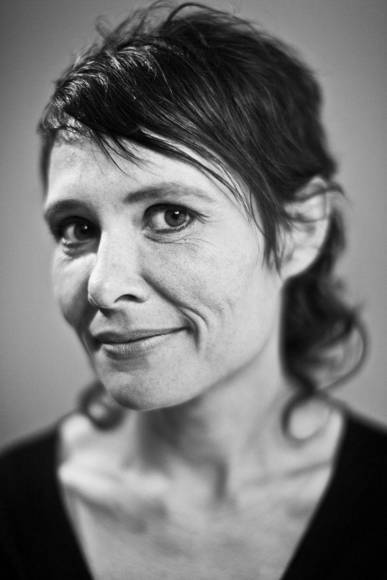 Griet Op De Beeck gooide hoge ogen met haar debuut 'Vele hemels boven de zevende'. 'Kom hier dat ik u kus' is haar nieuwste worp. Beeld Jonas Lampens
