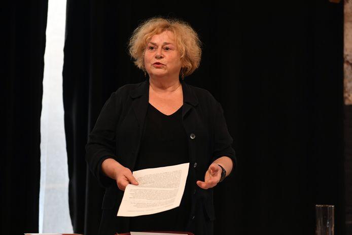 Schepen Denise Vandevoort stelt de ongeruste Leuvenaars gerust maar 100 % zekerheid is er nog niet over de toekomst van café Van de Velde in gebouw Tweebronnen.
