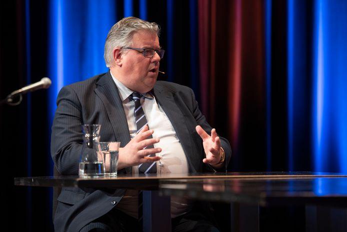 Talkshow Stadsgesprekken van De Gelderlander en Lux met burgemeester Hubert Bruls van Nijmegen.