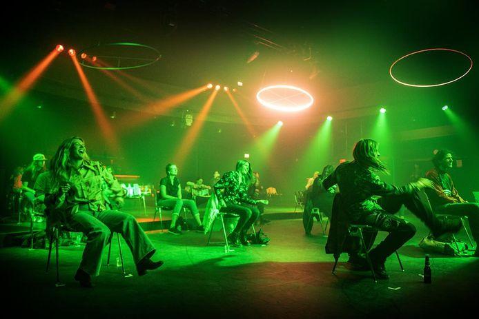 Een danceconcert  op stoelen, een experiment van Doornroosje vorig jaar.