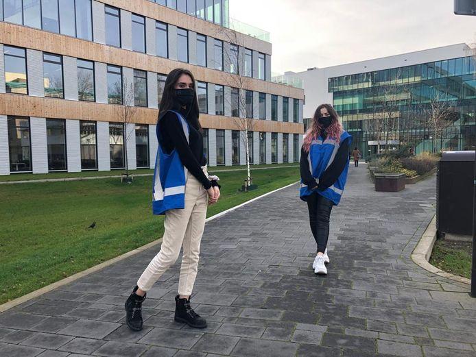 Fontys maakt gebruikt van coronacoaches; studenten die andere studenten op het naleven van de regels moeten wijzen, zoals hier in Eindhoven.