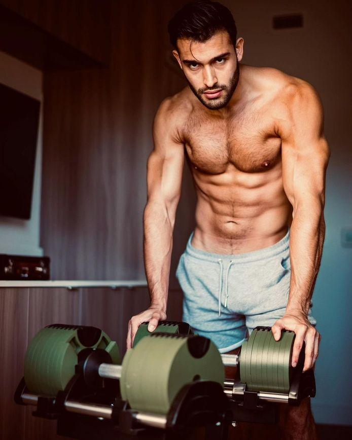 Sam Asghari toont z'n strakke lichaam regelmatig op Instagram.