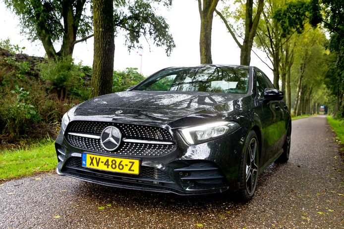 De A-Klasse Limousine heeft de volwaardige uitstraling van een Mercedes sedan.